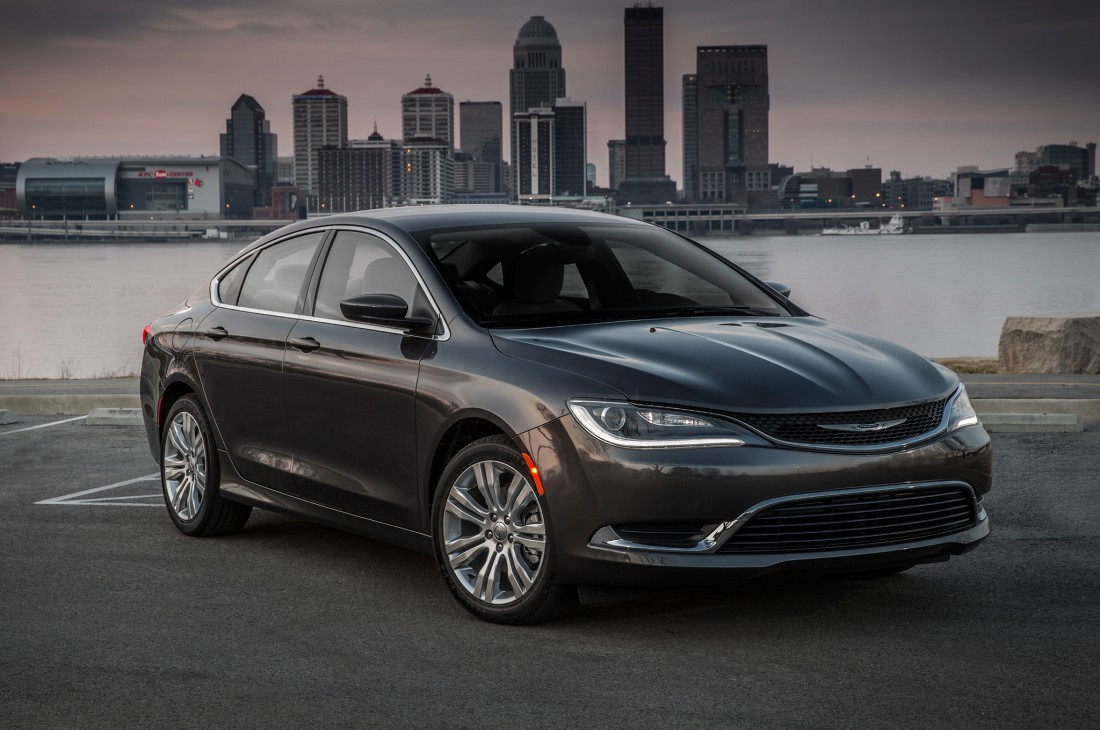 Chrysler 200 по продажам не догнал Honda Accord