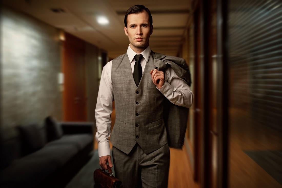 Успешный мужчина всегда и везде выглядит опрятно / стильно