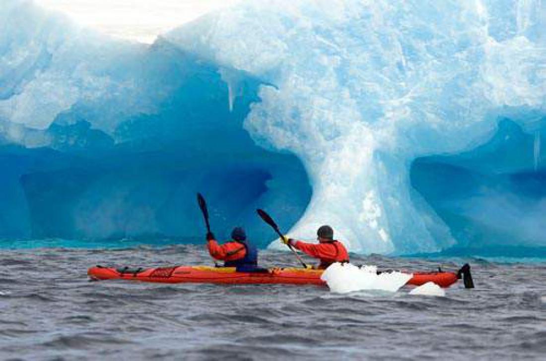 Каякинг в ледяных заливах Антарктиды