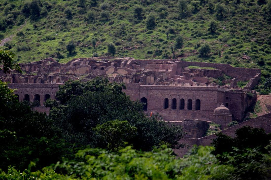 На территорию форта Бхангар пускают только днем