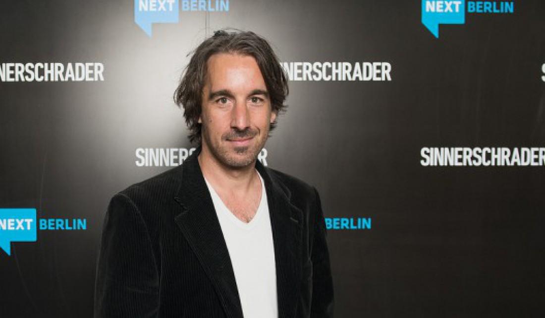 Архитектор Janjaap Ruijssenaars и его кровать Magnetic Floating за $1,6 млн