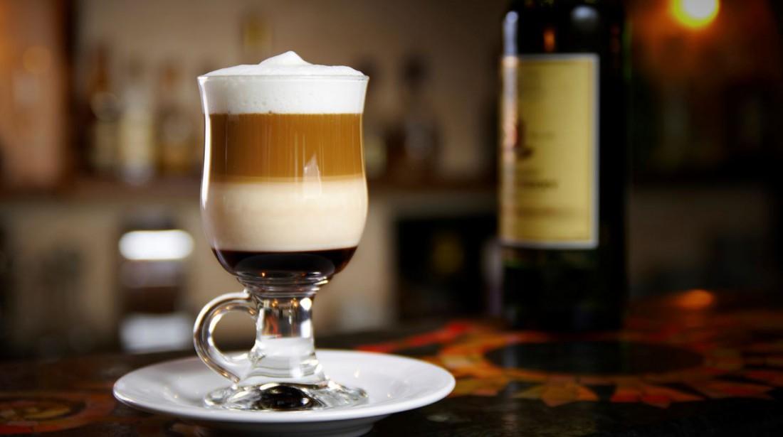 В нормальных заведениях к кофе с градусом должны подавать