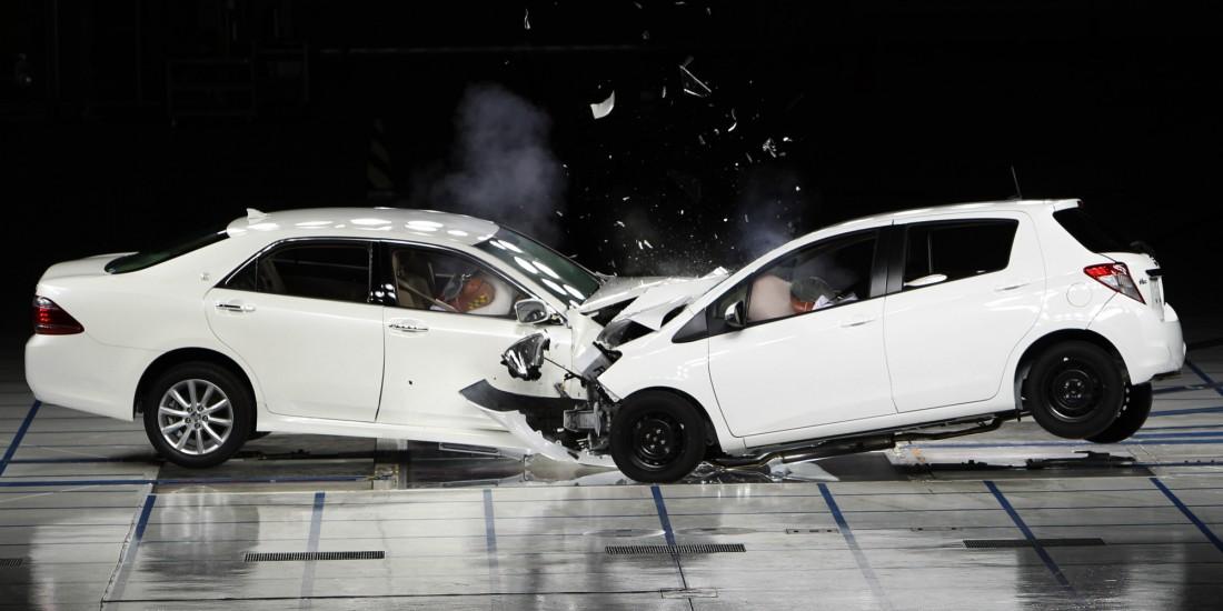 А правда ли, что сила столкновения будет в 2 раза больше скорости, с которой авто будут мчаться навстречу друг другу?