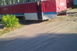 В Николаеве у трамвая на ходу отпало колесо