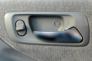 Дверная ручка – главный рассадник бактерий в салоне автомобиля