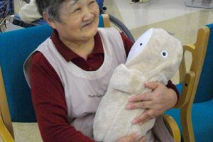 Первыми робота опробовали обитатели дома престарелых