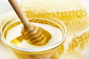 От похмелья лечит не сам мед, а фруктоза, которой в нем очень много