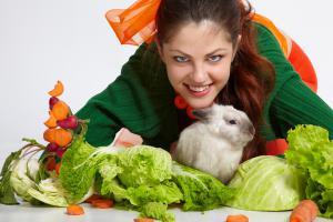 Налегай на салаты и крольчатину
