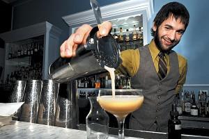 Строй бармена: как вести себя у стойки