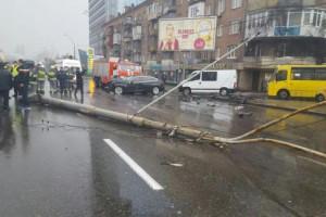 В результате аварии на проспекте Победы двое людей госпитализированы
