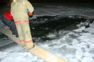 В Пуще-Водице под лед ушел Subaru Forester