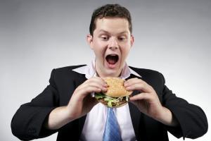 Пару гамбургеров в день - и вы готовый пациент гастроэнтеролога