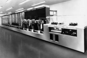 Первый компьютер IBM - Mark I весом 4,5 т