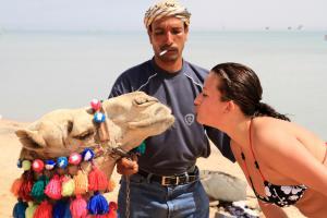 На Востоке давно известно, что удовлетворить женщину помогает желудок верблюда