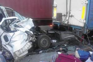 В Николаевской области Opel Vivaro столкнулся с грузовиком