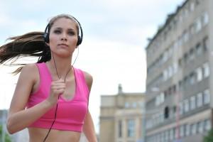 Пробежка в наушниках – лучший способ сбросить лишние кило