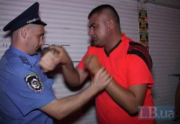 Хюндаем управлял пяьный мужчина - сотрудник милиции.