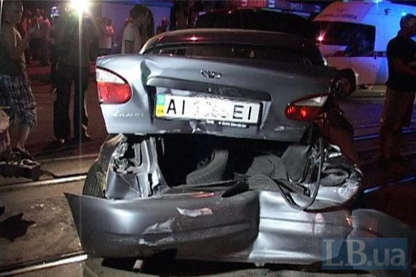 Hyundai на большой скорости протаранил стоявший на светофоре Daewoo.