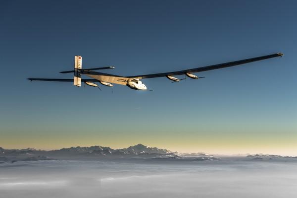 Solar Impulse 2 продолжил полет