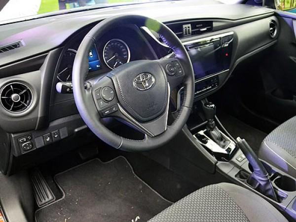 Салон обновленной Toyota Corolla