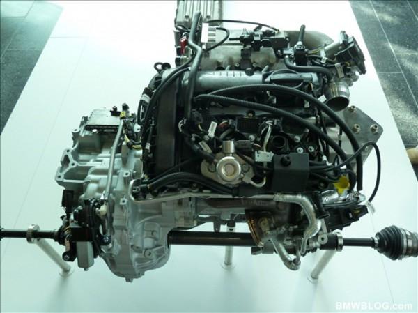 Трехцилиндровый двигатель BMW i8