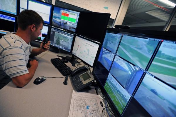 Управление осуществляется при помощи GPS-навигации и видеокамер