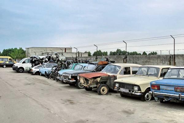 Распродают или разбирают, в основном, старые авто
