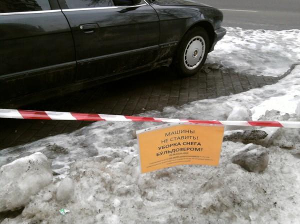 Киевлян пугают тем, что бульдозеры могут повредить машины