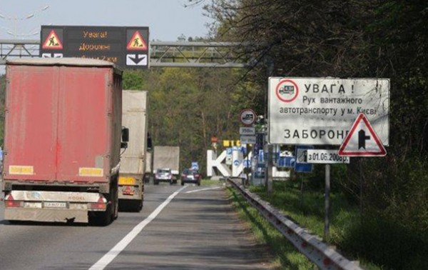 В Киев из-за жары не пускают грузовики