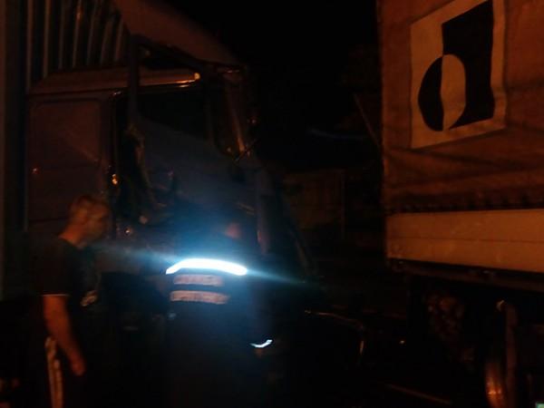 Под Николаевом произошло лобовое столкновение грузовиков