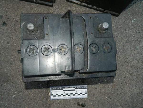 Молодые люди похищали аккумуляторы