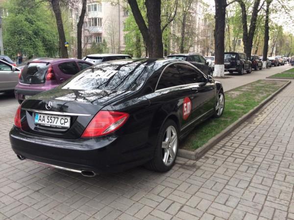 Особенности парковки политиков