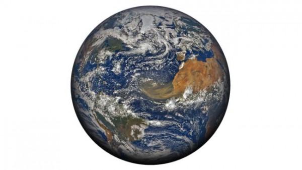 183/5000 Огромные масштабы пылевого облака в северной части Атлантического океана из пустыни Сахара отчетливо видны на этом полном глобусе со спутника NOAA