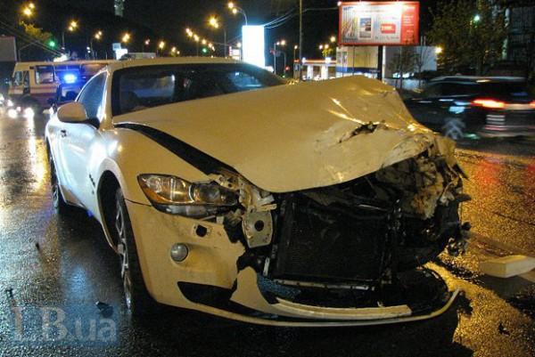 Водитель Maserati получил травму головы, но номера успел скрутить