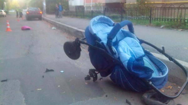 Skoda сбила мам с колясками