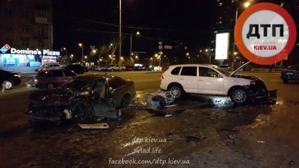 Авария Porsche Cayenne в центре Киева