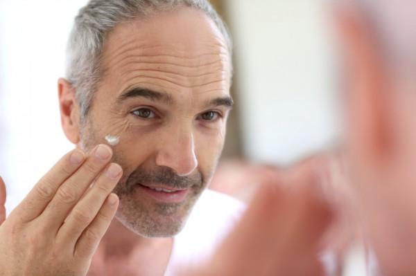 Не стесняйся: мужчины тоже увлажняются кремами
