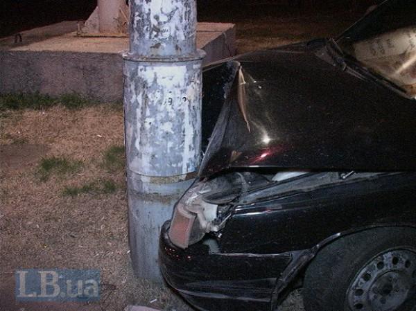 Машина врезалась в столб