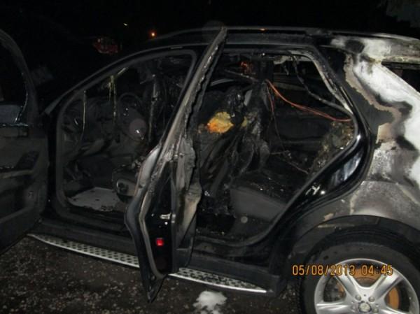 Ночью 5 августа в Дарницком районе сгорели два автомобиля. Причина пожара - поджог.