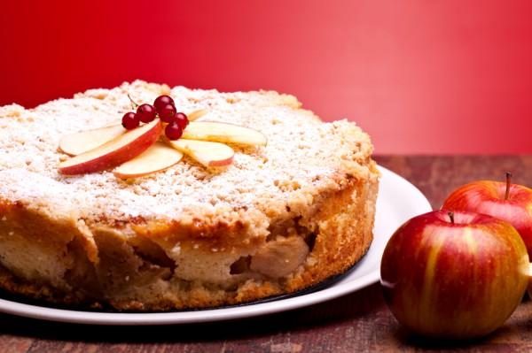 Рецепт                  Творожная запеканка с яблоками и изюмом