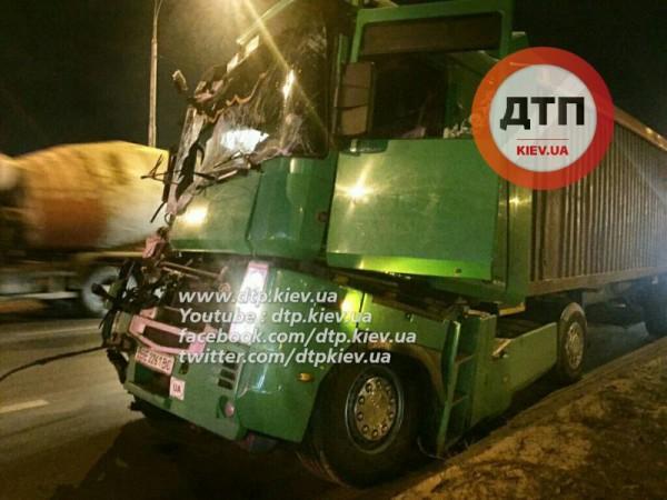 Авария грузовиков в Киеве