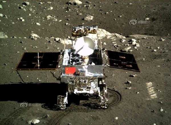 Луна в иллюминаторе: Опубликованы новые цветные фото с китайского лунохода - ТЕХНО