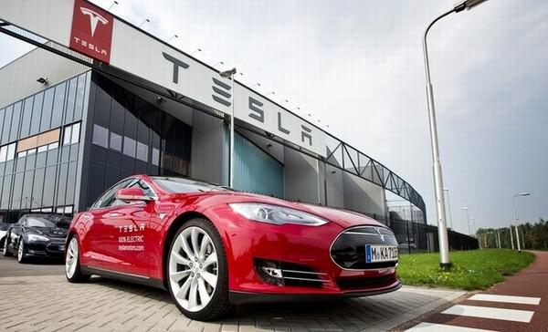 Tesla попала в ДТП в режиме автопилота