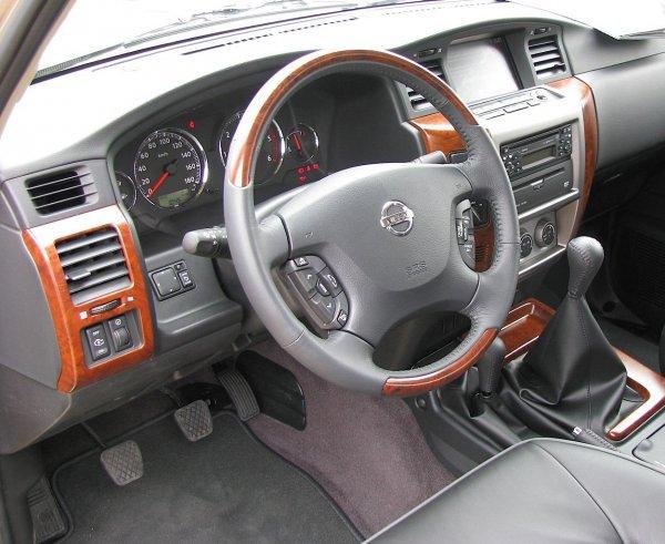 Салон обычного Nissan Patrol, для сравнения
