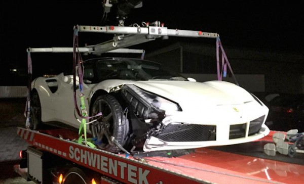 Спорткар разбили в Германии