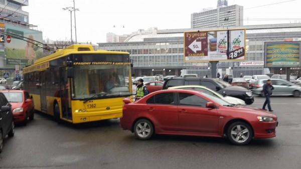 Несколько троллейбусов не могли проехать