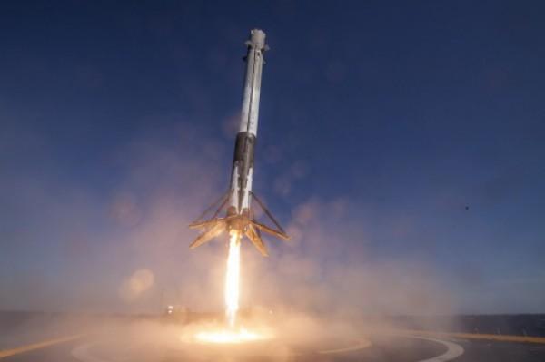 Ракета успешно приземлилась на платформу