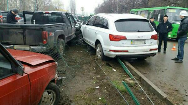 Авария на парковке в Харькове