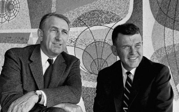 Дэвид Паккард (слева) и Уильям Хьюлетт