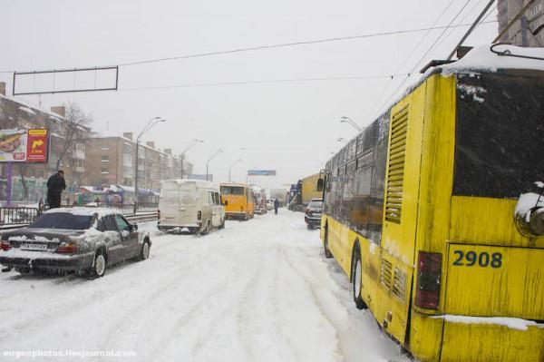 Пробки в Киеве: даже в выходной люди выехали в город